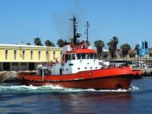 Haven Tug Departing Quayside Rapidly stock afbeeldingen