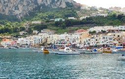 Haven van eiland Capri stock afbeeldingen