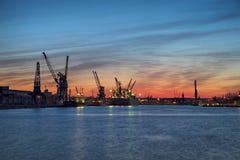 Haven van Gdansk bij zonsondergang Stock Foto's