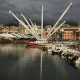 Haven van Genua tegen dramatische wolken Porto Antico, IL Bigo Camogli, Italië Stock Afbeelding