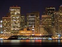 Haven van San Francisco & Financieel District bij nacht Stock Foto