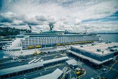 Haven van Seattle en pijlers en omgeving op zonnige dag Stock Fotografie