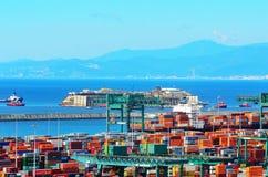 Haven van voltri, Genua, Italië, 27 juli benaderingsmens stock foto's