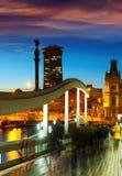 Haven Vell met het monument van Columbus in avond Royalty-vrije Stock Afbeeldingen