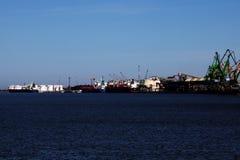 Havenmachines in Palanga stock afbeeldingen