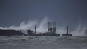 Havenpijler in een stomydag Stock Afbeeldingen