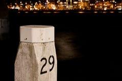 Havenpool met het nachtleven cityview Royalty-vrije Stock Afbeelding