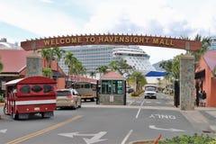 Havensight galleria i St Thomas, USA Jungfruöarna - 12/13/17 - Havensight galleria som shoppar område i kryssningportterminalen i Fotografering för Bildbyråer
