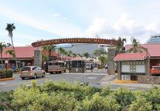 Havensight galleria i St Thomas, USA Jungfruöarna - 12/13/17 - Havensight galleria som shoppar område i kryssningportterminalen i Royaltyfri Foto