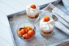 Haver gelaagd met kruidige en zoete abrikozenjam Gezond conc voedsel royalty-vrije stock afbeeldingen