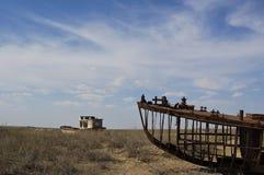 Haverier av gamla fartyg i Aral sjön Arkivfoton