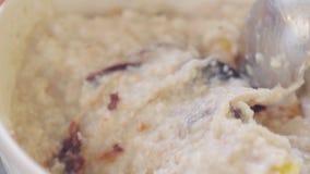 Havermeelhavermoutpap Gezond voedsel Langzame Motie stock video