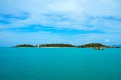 Havet ön med palmträd Arkivbild