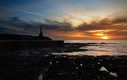 Havet över vaggar och den Aberystwyth sjösidan Royaltyfri Bild
