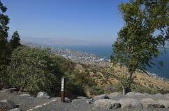 Havet av Galilee och Tiberias Arkivfoto