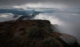 Havet av moln på nötkreaturet drar tillbaka berget i västra Sichuan, Kina royaltyfria bilder