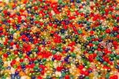 Kulört pryder med pärlor closeupen Arkivbilder