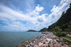Havet bredvid den Burapa Chollathit vägen Royaltyfria Foton