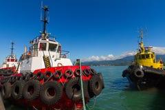 Havet drar i en port av Batumi, Georgia Arkivbilder