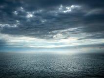 Havet efter storm Arkivfoton