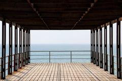 Havet himmel, pir, sommar, blått, vatten, Black Sea, fodrar Royaltyfri Foto