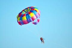 Havet hoppa fallskärm royaltyfria foton