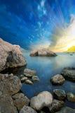 Havet och bergen Royaltyfri Bild