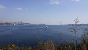 Havet och staden vladivostok Ryssland Royaltyfri Bild