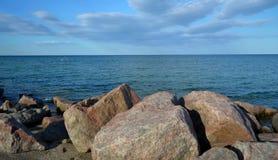 Havet och stenarna Royaltyfri Bild