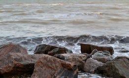 Havet och stenarna Arkivbild