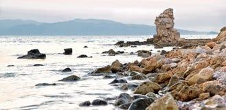 Havet och vaggar arkivbilder