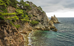 Havet och vaggar royaltyfria foton