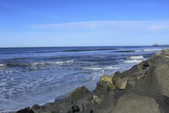 Havet vaggar Carpinteria Kalifornien Arkivbild
