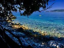 Havet vaggar stranden Royaltyfri Bild