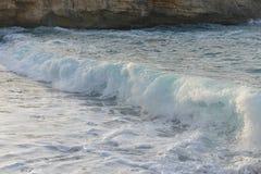 Havet vinkar och sand Royaltyfria Bilder