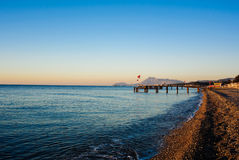 Havet vinkar på soluppgång Royaltyfri Fotografi