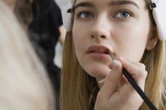 Having Makeup Applied di modello Immagini Stock