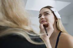 Having Makeup Applied modelo Fotografía de archivo