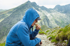 Having a snack break on mountain Royalty Free Stock Photos