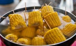 Havre med pinnar som kokar i en kruka royaltyfri foto