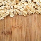 Havre som är ordnad på wood korn i det fyrkantiga formatet för socialt massmedia, baner och bakgrunder Royaltyfria Foton