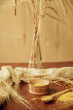 Havregrötkuskuscouscous med bulgur på vit Royaltyfri Fotografi