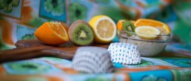 Havremjöl med frukt Fotografering för Bildbyråer