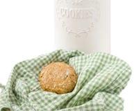 Havremjölkakor och ask som isoleras på vit Royaltyfri Fotografi