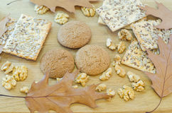 Havremjölkakor, sädes- kex, valnötter Fotografering för Bildbyråer