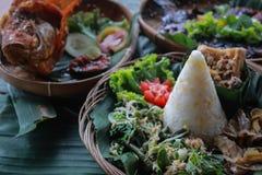 Havreris ?r traditionell mat fr?n indonesia, g?r fr?n blandad havre och ris royaltyfria bilder