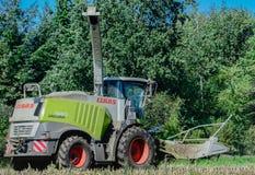 Havreskörd, jordbruksdrift för skördsäsong arkivfoton