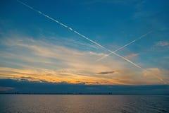 Havs- eller havvatten på blå himmel i miami, USA Aftonseascape efter solnedgång Fred lugn, frihet Natur vatten royaltyfri fotografi