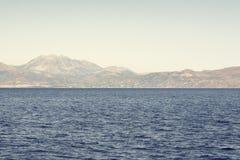 Havs- och berglandskap Arkivfoto
