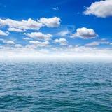 Havs- och blåttsky Royaltyfria Foton